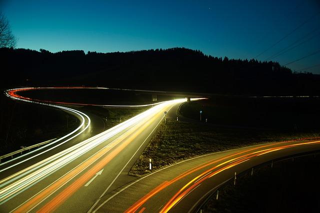noční provoz na dálnici.jpg