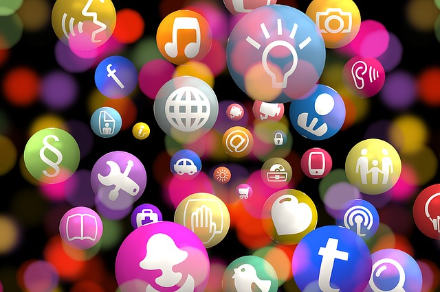 barevné bubliny nesoucí loga webu