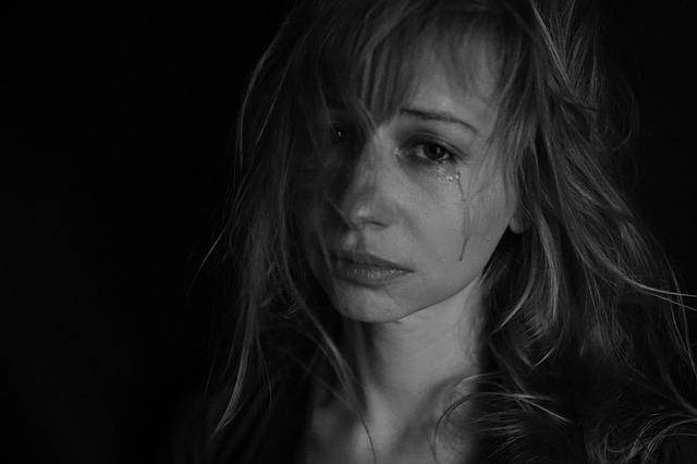 brečící žena